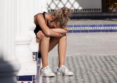 vrouw vermoeid door ijzertekort